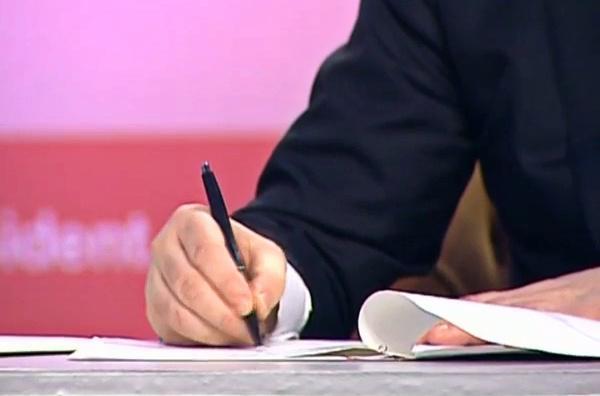 Poroshenko has signed the law on Ukraine's refusal of the non-aligned status