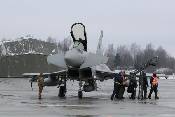 4 Italian Typhoons  landed in Siauliai, LTU,  to  participate in NATO AirPolicingBaltic for the 1st time