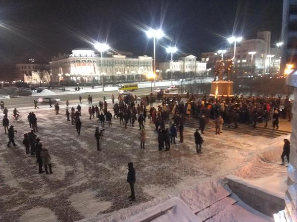 Two or three hundred people are at the area of Labour in Yekaterinburg