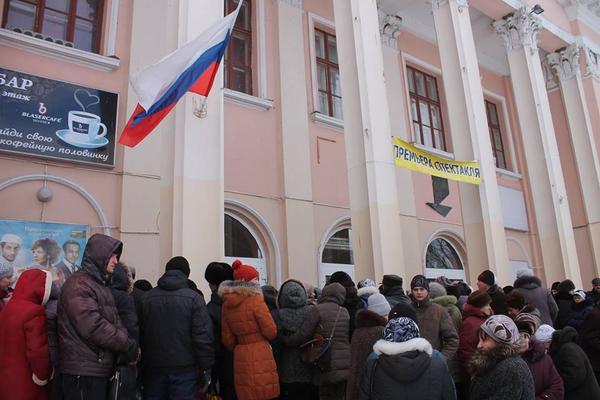 .@GrahamWP_UK photos from Horlivka - Russian flag over city