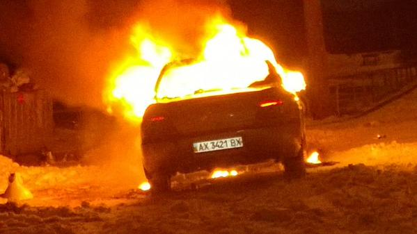 Car burning now at Tarasovskaya 17 in Kharkiv