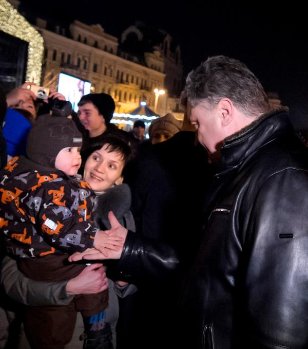 Poroshenko with Wife visited St. Sophia square in Kyiv