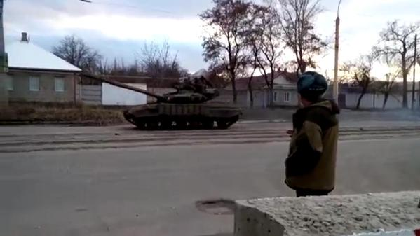Russian tanks on the move in  Luhansk