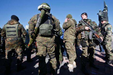 Speaker of ATO Lysenko get a report about the militants near Tel'manovo, dressed in Ukrainian form