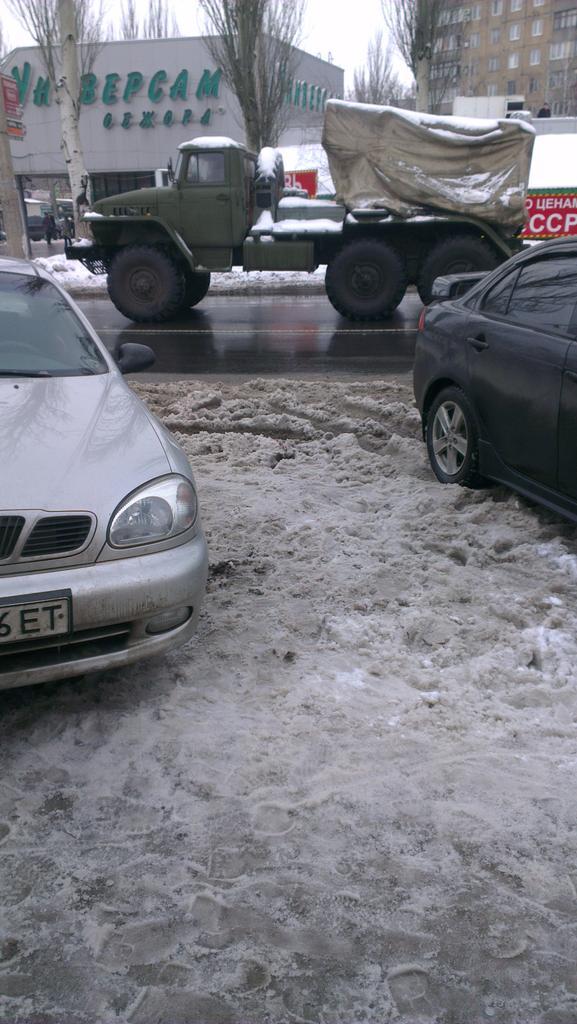 12 Russian MLRS GRAD passed Petrovskogo street in Donetsk