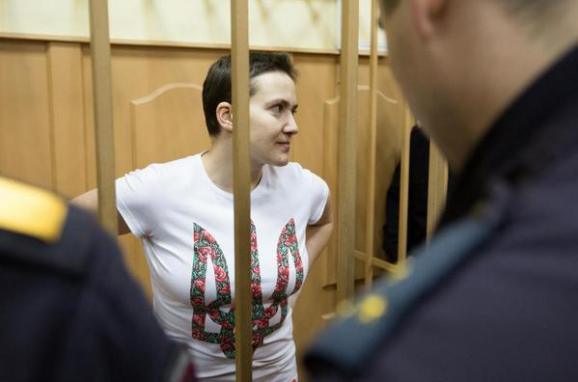 Savchenko shouted Glory to Ukraine! while entering the courtroom in Moscow