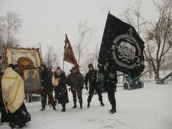 Donetsk, Russian priest blessing radical Orthodox, Orthodox or Death says on the flag