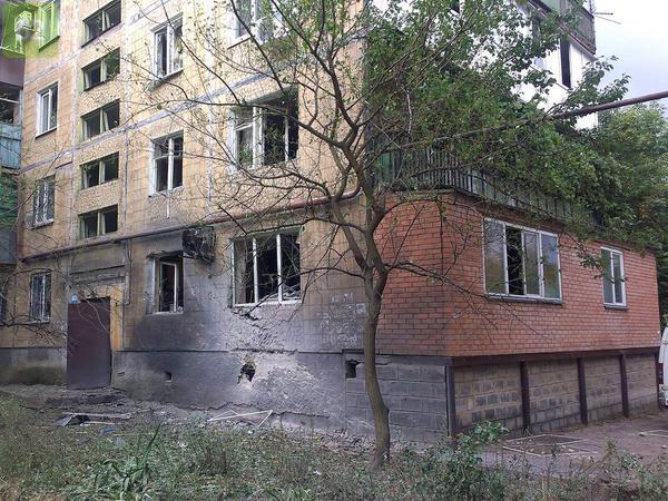 Shell hit of a house in Donetsk. Entire family killed