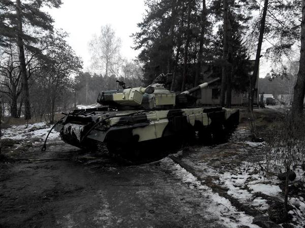 1 of tanks handed over to army by Poroshenko abandoned on road as it fails to start