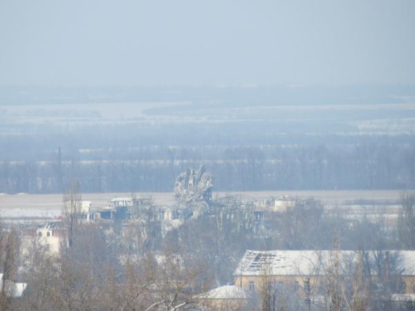 Donetsk. Airport. Photo of the fallen tower