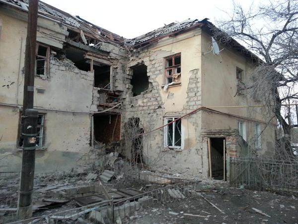 Schastye. Another civil house hit by 120 mm. Now response going to militatnts