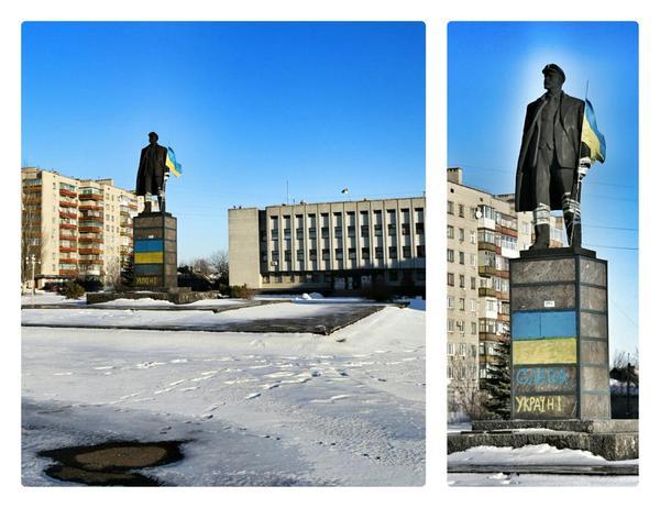 Lenin with Ukrainian flag in Popasnaya Today. Luhansk region