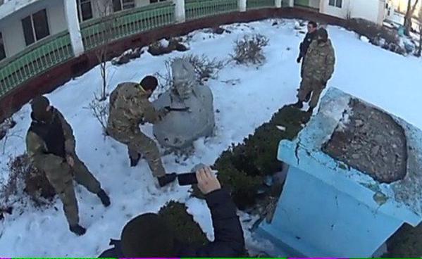 One more Lenin was toppled in Zatoka, Odessa region