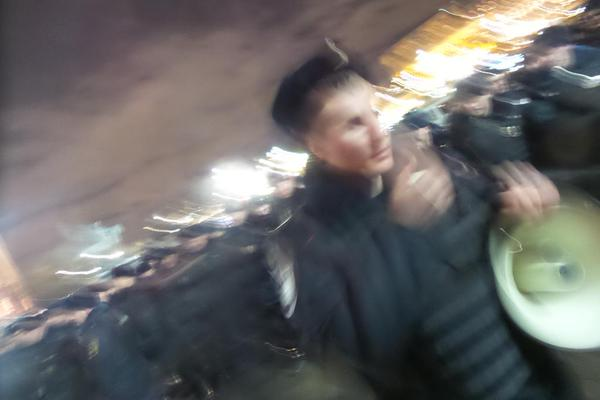 Titushki beat up the demonstrators, left demonstrators the police shoved into the underground in Moscow