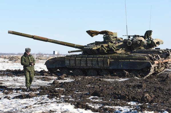 Russian tanks in Luhansk