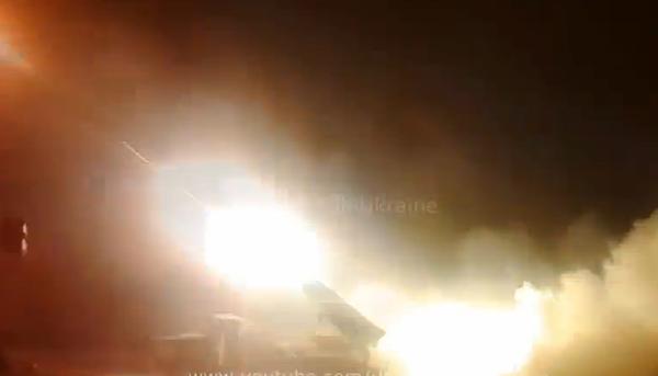 Ukrainian forces return fire tonight - video