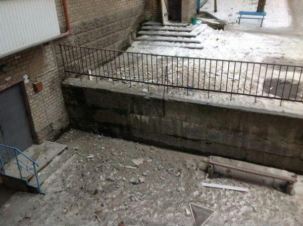 Donetsk, Gladkova, Kutuzov street, shell hit the building