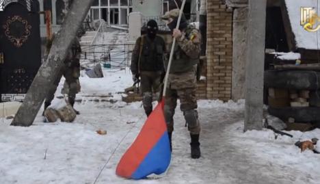 Ukrainian warriors remove Russian flag from slagheap in Donetsk
