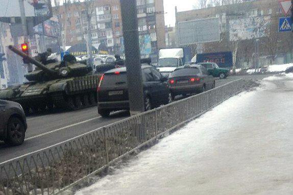 Tank in the center of Donetsk