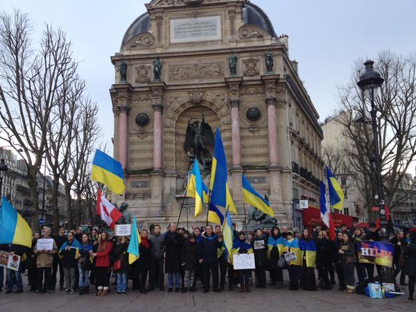 Demo in Place Saint-Michel, Paris