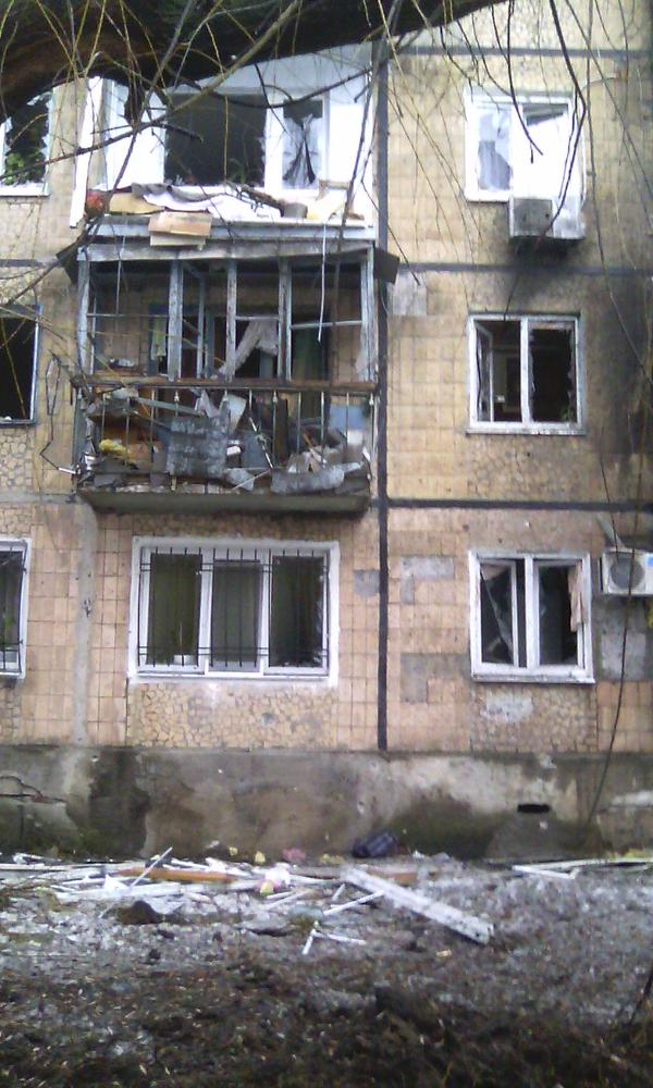 Avdiivka, Shells hit civil house