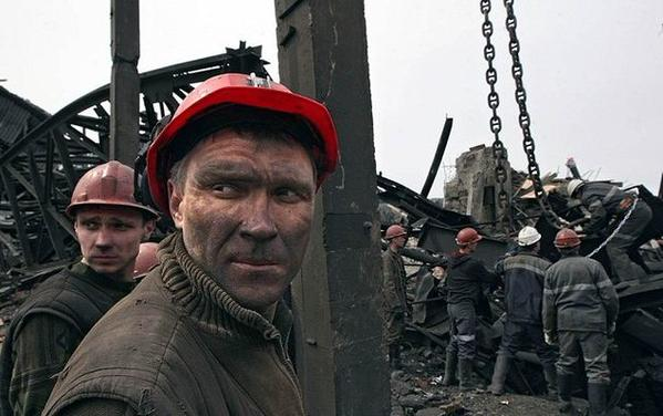 Akhmetov enterprises are paying to the miners, who fighting on the side of the separatists