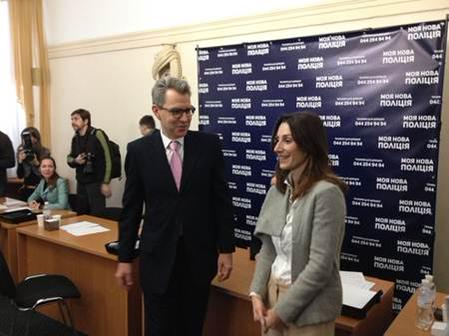 Ambassador of U.S. @GeoffPyatt & MOI Deputy Minister Zguladze at the Kyiv patrol police recruitment center