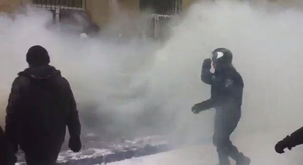 Clashes with police near Harkiv city Council - on the spot visible smoke