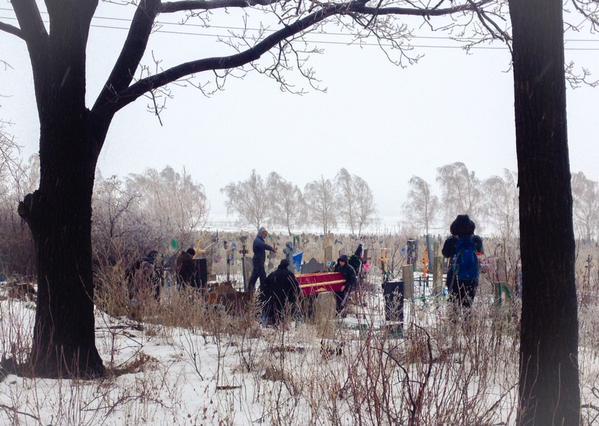 Funeral of 11 yr old killed in Debaltseve. Random shells fall 10 min later
