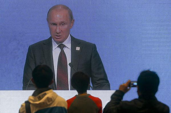 Putin uses the strategy of a madman to intimidate the West, - @FT