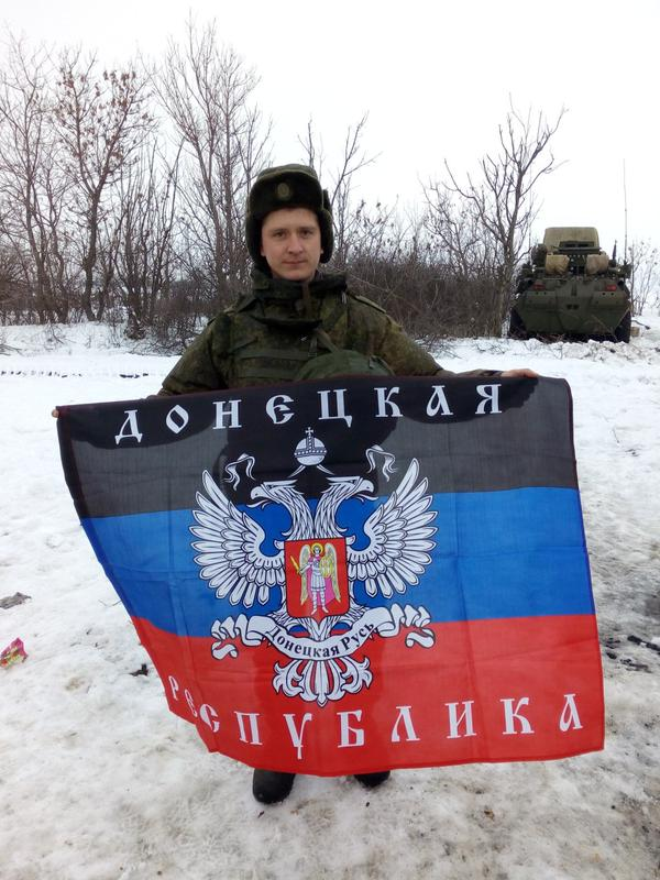 Russian soldier with DNR flag in Rostov Region ready to enter Ukraine