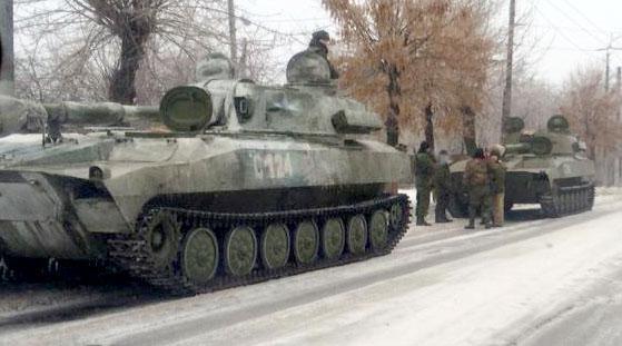 Alchevsk. Frunze Street. 2 self-propelled artillery of Russian forces