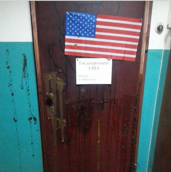Apartment door of the Russian human rights activist Zvyagina was smeared with faeces