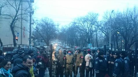 In Odessa supporters of Euromaydan blocked the exits from Malinovsky district court, waiting for the defendants of Kulikovske
