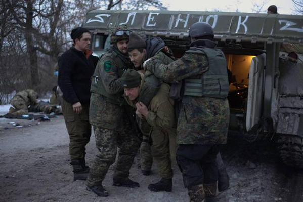 Deputy commander of the airborne forces of Ukraine, Colonel-General Galushkin, carries a wounded soldier