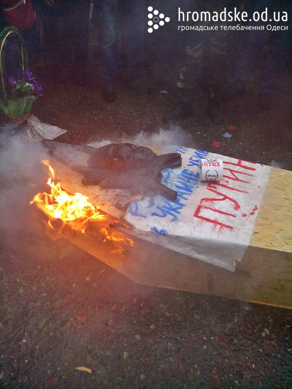 Odessa buried Putin: his coffin burned under the Consulate of Russia in city
