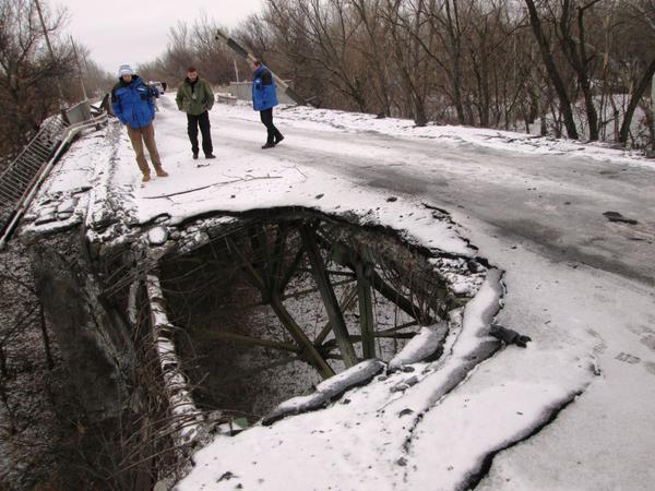 OSCE_SMM monitors observing the bridge in Stanitsa Luhanska during their routine patrol