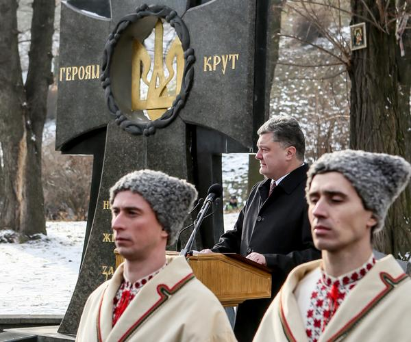 Heroes Kruty set an example of sacrifice and true patriotism to all generations of Ukrainians, - Poroshenko at the memorial to the Heroes of Kruty