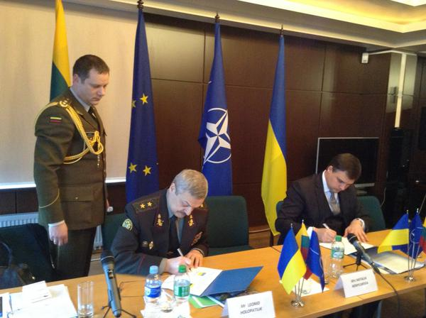Lithuania and Ukraine signed bilateral military cooperation plan for 2015 in Kyiv