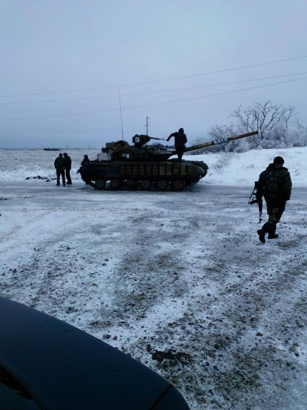 Russian soldiers and tanks between Stakhanov and Bryanka