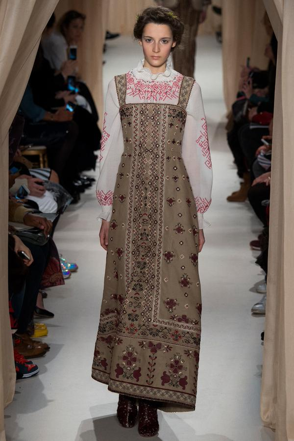 Valentino showed embroidered shirts at fashion Week in Paris
