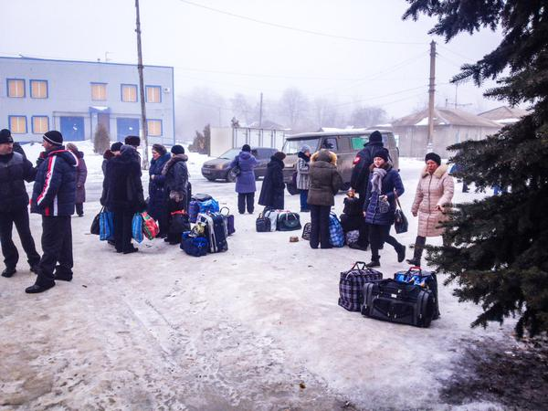 Debaltseve: They've packed what they can carry and await evacuation. Need to run an artillery gauntlet out Ukraine