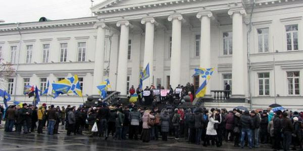 In Poltava about 400 people demanding  MP of the city Council to recognize Russia as an aggressor
