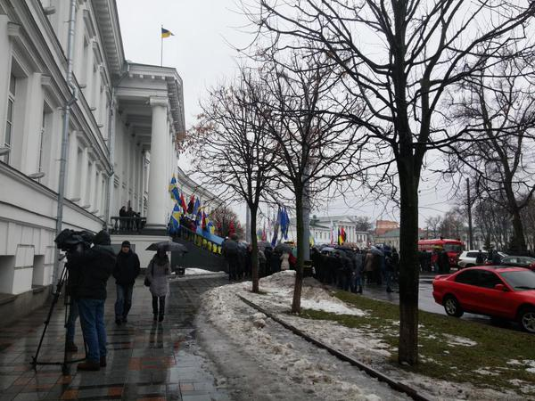 Crowd stormed city hall in Poltava