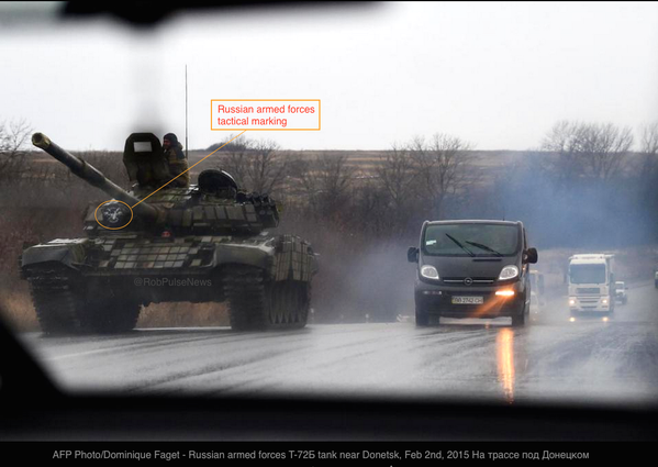 Russia|n armed forces T-72B tank mingling w/ Donetsk traffic today